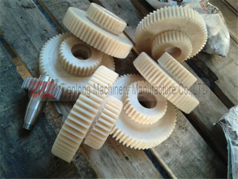 Plastic gear - 001